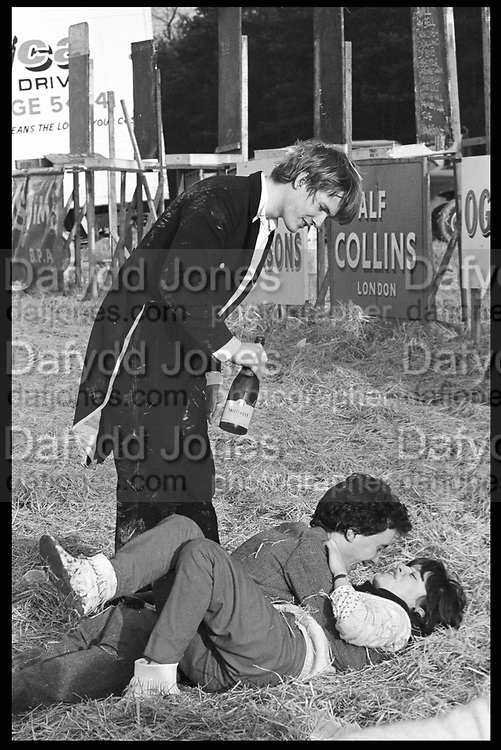 Nick Straker, James Sainsbury & Kate Murray-Phillipson. Bullingdon Point to Point. Kingston Blount. Oxford. 13 February 1982. Film 82103f38