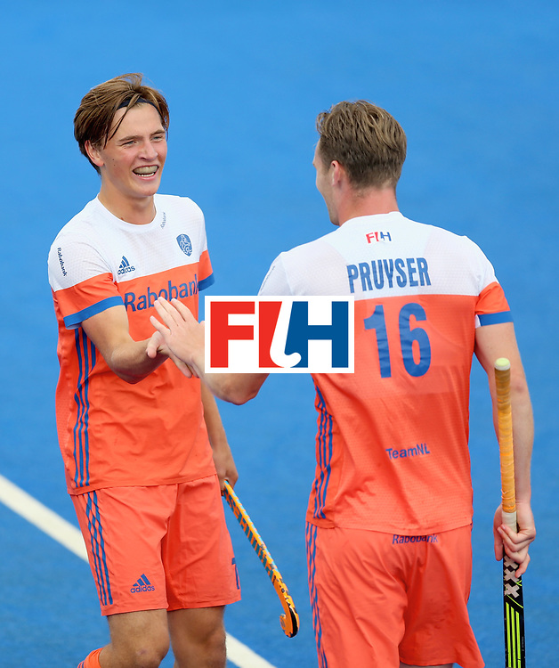 LONDON, ENGLAND - JUNE 25: Mirco Pruijser of the Netherlands celebrates scoring their teams fifth goal with teammate during the final match between Argentina and the Netherlands on day nine of the Hero Hockey World League Semi-Final at Lee Valley Hockey and Tennis Centre on June 25, 2017 in London, England. (Photo by Steve Bardens/Getty Images)