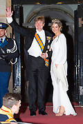 Zijne Majesteit Koning Willem-Alexander en Hare Majesteit Koningin Máxima ontvangen het Corps Diplomatique voor het jaarlijkse galadiner in het Koninklijk Paleis Amsterdam.<br /> <br /> His Majesty King Willem-Alexander and Her Majesty Queen Máxima receive the Diplomatic Diploma for the annual gala dinner at the Royal Palace Amsterdam.<br /> <br /> Op de foto / On the photo:  Koningin Maxima en Koning Willem Alexander / Queen Maxima and King Willem Alexander
