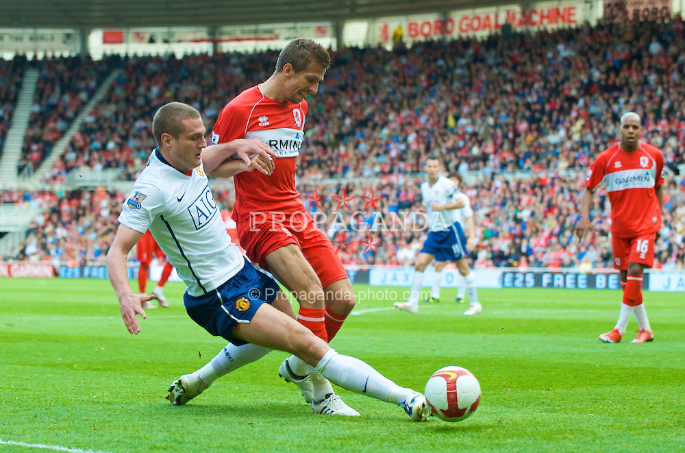 MIDDLESBROUGH, ENGLAND - Saturday, May 2, 2009: Manchester United's Nemanja Vidic and Middlesbrough's Gary O'Neil during the Premiership match at the Riverside Stadium. (Pic by David Rawcliffe/Propaganda)