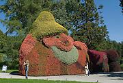 Insel Mainau, Schlosspark,  Blumenfigur, Baden-Württemberg, Deutschland.. | ..Isle of Mainau, palace garden, flower figure, Lake Constance, Germany