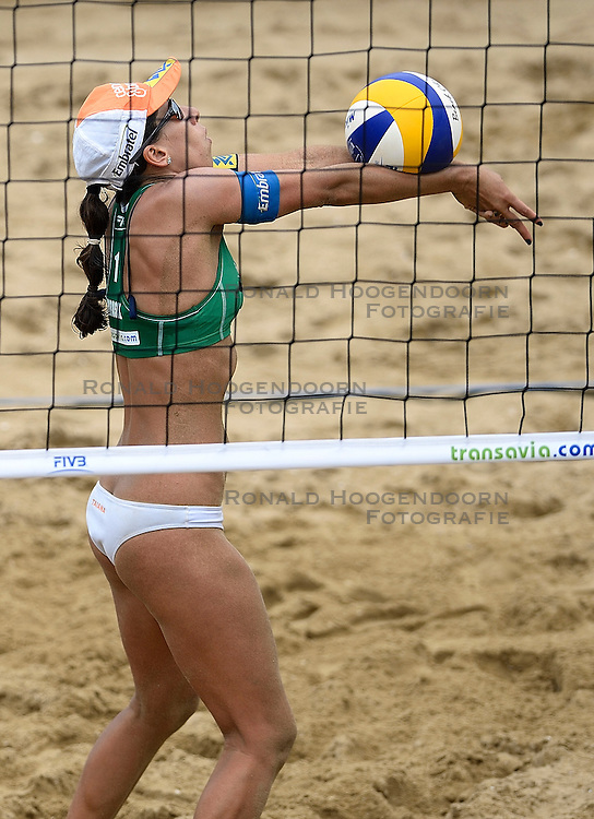 20-07-2014 NED: FIVB Grand Slam Beach Volleybal, Scheveningen<br /> Gold medal match / Fernanda Alves (1) BRA