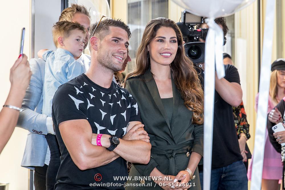NLD/Amsterdam/20170522 - Boekpresentatie Hair By Xelly, Yolante Sneijder-Cabau met haar broer Xavier Cabau van Kasbergen