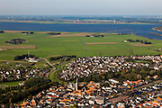 Nederland, Overijssel, Gemeente Genemuiden , 03-10-2010; Genemuiden met achter de nieuwbouwwijk de Zuiderzeepolder. Aan de horizon het Zwarte Water en de Noordoostpolder.luchtfoto (toeslag), aerial photo (additional fee required).foto/photo Siebe Swart