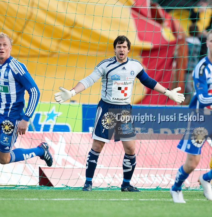 Ville Wallen. KuPS - HJK. Veikkausliiga, Kuopio. 16.4.2010. Photo: Jussi Eskola