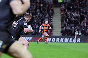 TRY Hull FC utility player Jordan Lane (22) gets the ball from Hull FC full back Jamie Shaul (1) to score to make it 16-22 during the Betfred Super League match between Hull FC and Castleford Tigers at Kingston Communications Stadium, Hull, United Kingdom on 7 February 2019.