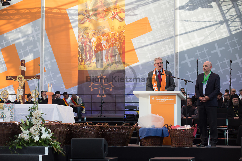 Berlin, Germany - 26.05.2017<br /> <br /> L to R: Eckard Nagel (Member of the presidency of the German Protestantic Kirchentag) and Thomas Sternberg (Central Committee of the German Catholics). Orthodox Vespers with breadbreaks in the ecumenical community on the Gendarmenmarkt. German Protestant Church Assembly (&quot;Deutscher Evangelischer Kirchentag&rdquo;) in Berlin. <br /> <br /> L to R: Eckard Nagel (Mitglied im Praesidium des dt. evgl. Kirchentag) and Thomas Sternberg (Zentralkomitee deutscher Katholiken). Orthodoxe Vesper mit Brotbrechen in oekumenischer Gemeinschaft auf dem Gendarmenmarkt. Deutscher Evangelischer Kirchentag 2017 in Berlin. <br /> <br /> Photo: Bjoern Kietzmann