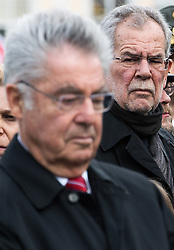 26.10.2016, Heldenplatz, Wien, AUT, Nationalfeiertag und Angelobung der neuen Rekruten. im Bild Präsidentschaftskandidat Alexander Van der Bellen hinter dem ehemaligen Bundespräsident Heinz Fischer // Candidate for Presidential Elections Alexander Van der Bellen behind former federal president of austria Heinz Fischer during Austrian National Day at Heldenplatz in Vienna, Austria on 2016/10/26 EXPA Pictures © 2016, PhotoCredit: EXPA/ Michael Gruber