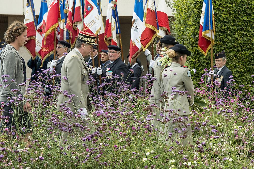 General Peraldi attends Harkis Day homage ceremony at Oran's Memorial monument.