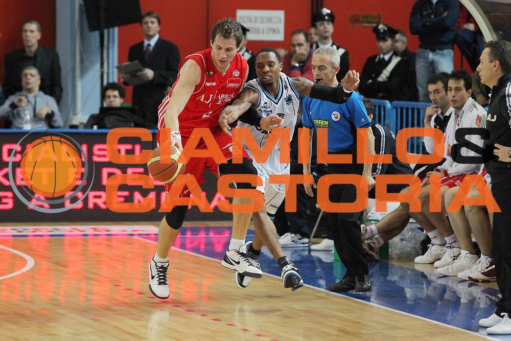 DESCRIZIONE : Cremona Lega A 2009-10 Vanoli Cremona Armani Jeans Milano<br /> GIOCATORE : Stefano Mancinelli Earl Jerrod Rowland<br /> SQUADRA : Armani Jeans Milano Vanoli Cremona<br /> EVENTO : Campionato Lega A 2009-2010 <br /> GARA : Vanoli Cremona Armani Jeans Milano<br /> DATA : 18/04/2010<br /> CATEGORIA : Palleggio Contrasto<br /> SPORT : Pallacanestro <br /> AUTORE : Agenzia Ciamillo-Castoria/G.Cottini<br /> Galleria : Lega Basket A 2009-2010 <br /> Fotonotizia : Cremona Campionato Italiano Lega A 2009-2010 Vanoli Cremona Armani Jeans Milano<br /> Predefinita :