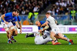 Sergio Parisse of Italy is tackled by Sam Simmonds of England and George Kruis - CFPfoto/JMP - 04/02/2018 - RUGBY UNION - Rome, Italy - Stadio Olimpico - Italy v England - 2018 NatWest 6 Nations Championship.