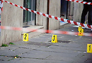 Roma, 1 Marzo 2013.Tentata rapina a un furgone porta valori all'Esquilino.I rilievi dei Carabinieri sul luogo della tentata rapina ad un furgone porta valori in Via Carlo Alberto