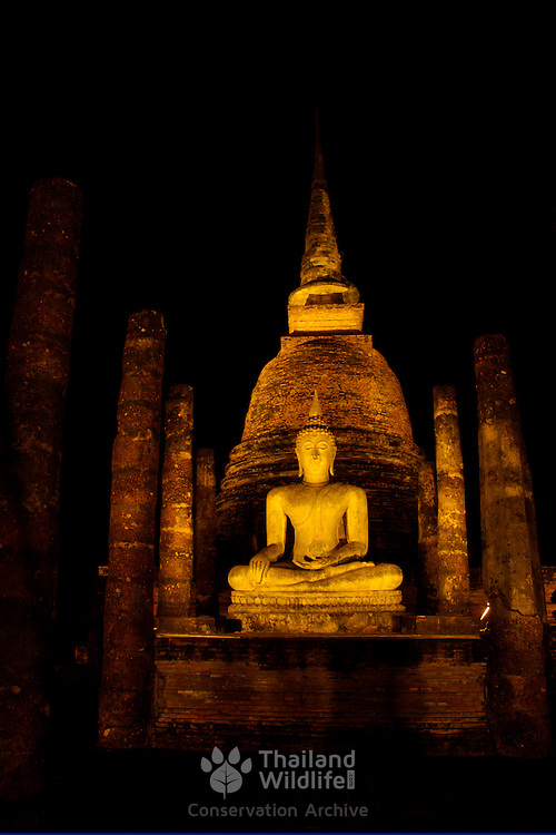 Wat Sa Si at night in Sukhothai. The Sukhothai kingdom was an early Thai kingdom in north central Thailand. It existed from during the 13, 14, 15th centuries The.old capital is in ruins and is a Historical Park..View from Feb, 2007.