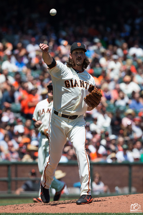 San Francisco Giants starting pitcher Jeff Samardzija (29) throws a ground ball to first base against the Arizona Diamondbacks at AT&T Park in San Francisco, California, on August 6, 2017. (Stan Olszewski/Special to S.F. Examiner)