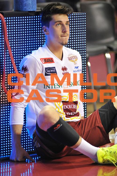DESCRIZIONE : Venezia Lega A 2015-16 Umana Reyer Venezia - Dolomiti Energia Trentino<br /> GIOCATORE : Michele Ruzzier<br /> CATEGORIA : Before Pregame<br /> SQUADRA : Umana Reyer Venezia - Dolomiti Energia Trentino<br /> EVENTO : Campionato Lega A 2015-2016 <br /> GARA : Umana Reyer Venezia - Dolomiti Energia Trentino<br /> DATA : 28/12/2015<br /> SPORT : Pallacanestro <br /> AUTORE : Agenzia Ciamillo-Castoria/M.Gregolin<br /> Galleria : Lega Basket A 2015-2016  <br /> Fotonotizia :  Venezia Lega A 2015-16 Umana Reyer Venezia - Dolomiti Energia Trentino