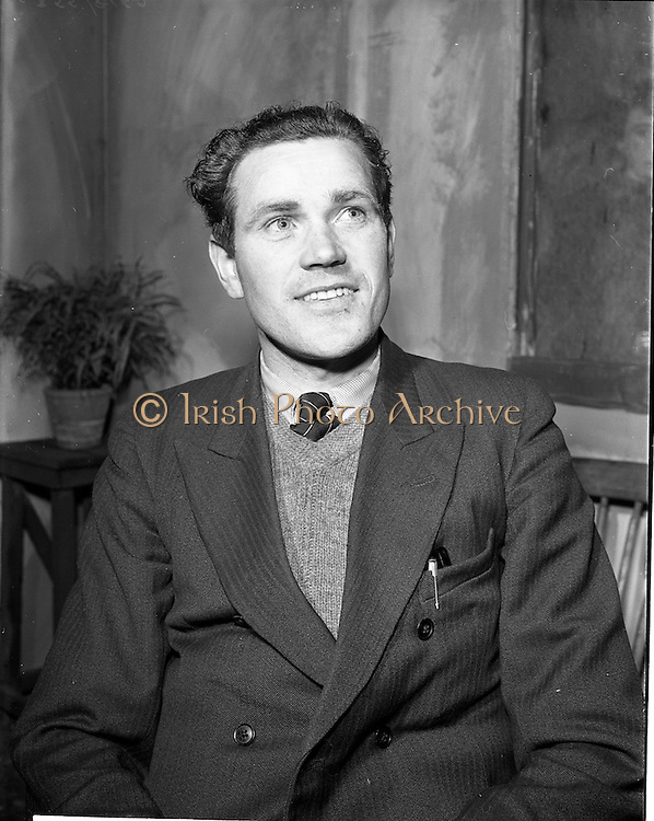 "27/04/1957<br /> 04/27/1957<br /> 27 April 1957<br /> Gael Linn- ""Muiris O hAirt"" drama at Damer Hall. Portrait of actor Eamonn Mac Giolla Easbuic"