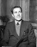 "27/04/1957<br /> 04/27/1957<br /> 27 April 1957<br /> Gael Linn- ""Muiris O hAirt"" drama at Damer Hall. Portrait of actor Eamonn Mac Giolla Easbuic"