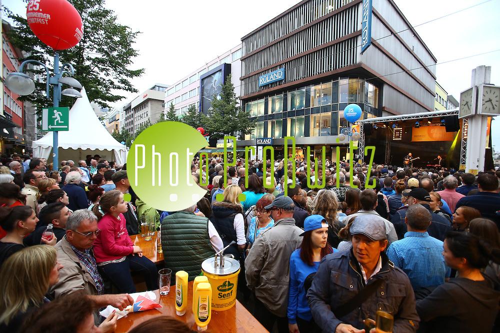 Mannheim. 31.05.15 Innenstadt. Stadtfest 2015. Das 25. Mannheimer Stadtfest.<br /> - Kulturnetz B&uuml;hne. Andreas K&uuml;mmert<br /> Bild: Markus Pro&szlig;witz 31MAY15 / masterpress