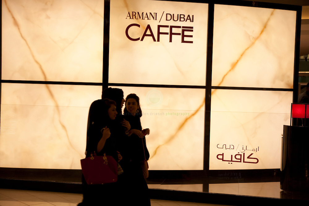 Armani Cafe at Dubai Mall: ASIA, UNITED ARAB EMIRATES, DUBAI, 14.08.2009. for the past 40 years, Dubai has been transformed rapidly - from a desert village to an international center for finance and tourism. The Dubai Mall is one of the biggest shopping Malls in the world - you can even dive with sharks inside its giant aquarium. Many luxury retailers opened here. The Armani Caffe is a popular spot for locals and expats.