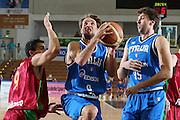 DESCRIZIONE : Trento Torneo Internazionale Maschile Trentino Cup Italia Portogallo Italy Portugal<br /> GIOCATORE : Giuseppe Poeta<br /> SQUADRA : Italia Italy<br /> EVENTO : Raduno Collegiale Nazionale Maschile <br /> GARA : Italia Portogallo Italy Portugal<br /> DATA : 27/07/2009 <br /> CATEGORIA : penetrazione<br /> SPORT : Pallacanestro <br /> AUTORE : Agenzia Ciamillo-Castoria/E.Castoria<br /> Galleria : Fip Nazionali 2009 <br /> Fotonotizia : Trento Torneo Internazionale Maschile Trentino Cup Italia Portogallo Italy Portugal<br /> Predefinita :
