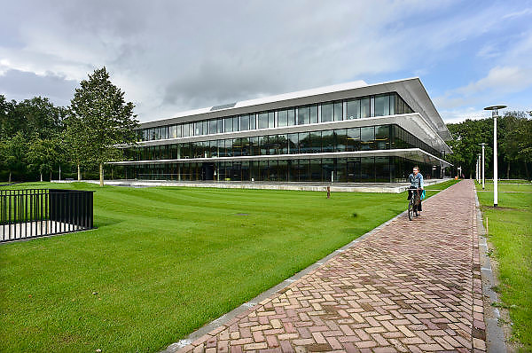 Nederland, Nijmegen, 18-8-2014 Het nieuwe Grotiusgebouw van de rechtenfaculteit, faculteit der Rechtsgeleerdheid, van de Radboud Universiteit Nijmegen op de campus Heijendaal. Onderwijsruimte en studieruimte, bibliotheek, en een collegezaal die de grootste collegezaal van de Radboud Universiteit zal zijn. ( 500 plaatsen). Dit studiejaar wordt het in gebruik genomen. FOTO: FLIP FRANSSEN/ HOLLANDSE HOOGTE