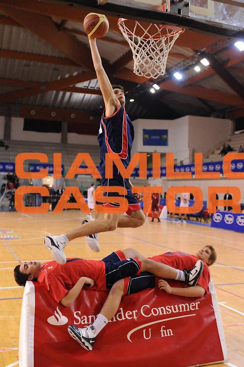 DESCRIZIONE : Bologna San Lazzaro Trofeo Bruna Malaguti Under 17 Finale Virtus Bologna Virtus Siena<br /> GIOCATORE : Gara Delle Schiacciate Slam Dunk Contest<br /> SQUADRA : <br /> EVENTO : Trofeo Bruna Malaguti Under 17<br /> GARA : Virtus Bologna Virtus Siena<br /> DATA : 09/01/2011<br /> CATEGORIA : curiosita<br /> SPORT : Pallacanestro<br /> AUTORE : Agenzia Ciamillo-Castoria/M.Marchi<br /> Galleria : Lega Basket A 2010-2011<br /> Fotonotizia : Bologna San Lazzaro Trofeo Bruna Malaguti Under 17 Finale Virtus Bologna Virtus Siena <br /> Predefinita :