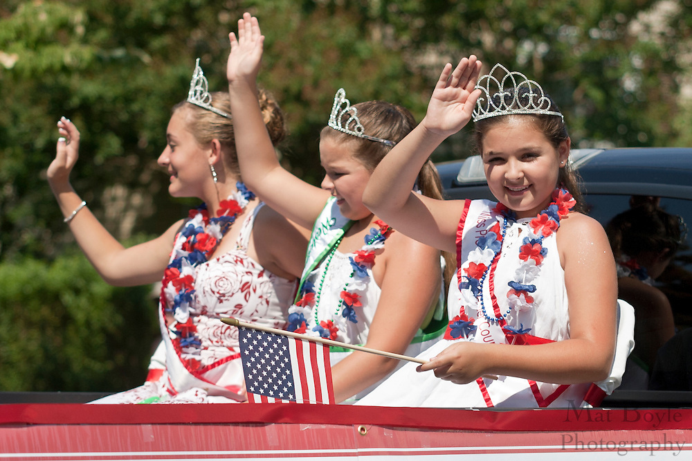 Miss Teen Gloucester County 2010 Abbey Strano, Miss Pre-Teen Gloucester County Jenna Palmer, Junior Miss Wesville 2010 Melissa Palmer ride in the Pitman Fourth of July Parade on July 5th 2010.