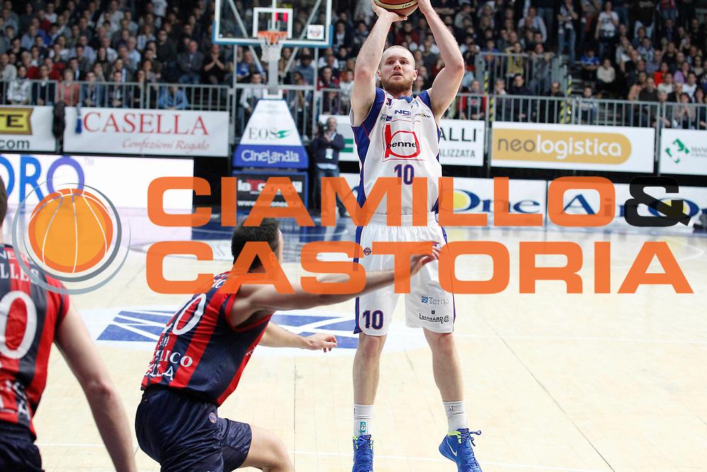 DESCRIZIONE : Cantu Campionato Lega A 2011-12 Bennet Cantu Angelico Biella<br /> GIOCATORE : Maarten Leunen<br /> CATEGORIA : Tiro<br /> SQUADRA : Bennet Cantu<br /> EVENTO : Campionato Lega A 2011-2012<br /> GARA : Bennet Cantu Angelico Biella<br /> DATA : 08/01/2012<br /> SPORT : Pallacanestro<br /> AUTORE : Agenzia Ciamillo-Castoria/G.Cottini<br /> Galleria : Lega Basket A 2011-2012<br /> Fotonotizia : Cantu Campionato Lega A 2011-12 Bennet Cantu Angelico Biella<br /> Predefinita :
