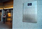 Belgie, Brussel, 2000Ingang van het Europees parlementsgebouw.TalenFoto: Flip Franssen/Hollandse Hoogte