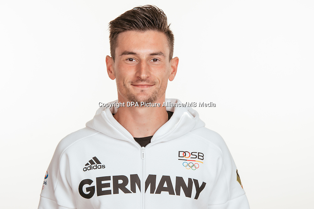 Robert Hering poses at a photocall during the preparations for the Olympic Games in Rio at the Emmich Cambrai Barracks in Hanover, Germany, taken on 20/07/16 | usage worldwide