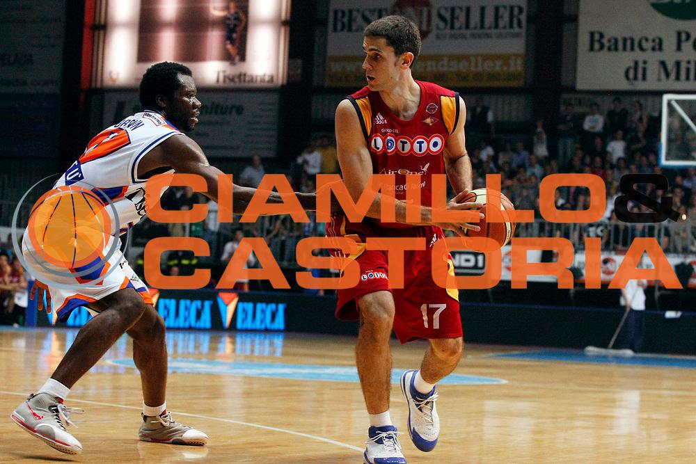 DESCRIZIONE : Cantu Lega A1 2007-08 Playoff Quarti di Finale Gara 4 Tisettanta Cantu Lottomatica Virtus Roma <br /> GIOCATORE : Rodrigo De La Fuente<br /> SQUADRA : Lottomatica Virtus Roma<br /> EVENTO : Campionato Lega A1 2007-2008 <br /> GARA : Tisettanta Cantu Lottomatica Virtus Roma <br /> DATA : 17/05/2008 <br /> CATEGORIA : Palleggio<br /> SPORT : Pallacanestro <br /> AUTORE : Agenzia Ciamillo-Castoria/G.Cottini