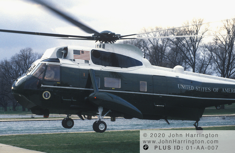 Marine One landing on Mall, a Sikorsky Sea King helicopter