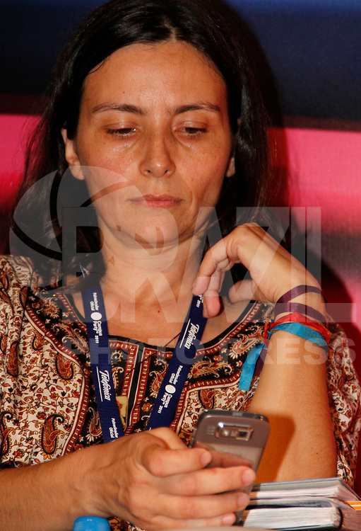 """SÃO PAULO, SP, 20 DE JANEIRO DE 2011 - CAMPUS PARTY  - Soninha Francine – Ex-VJ da MTV, apresentadora de TV, comentarista de futebol e coordenadora da campanha na internet de José Serra (PSDB), durante palestra """"Eleições na Web"""" na tarde desta quinta-feira (20), ao Campus Party na Centro de Exposições Imigrantes. (FOTO: VANESSA CARVALHO / NEWS FREE)."""
