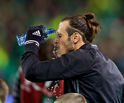DUBLIN, REPUBLIC OF IRELAND - Friday, March 24, 2017: Wales' Gareth Bale pours water from a bottle on his face before the 2018 FIFA World Cup Qualifying Group D match against Republic of Ireland at the Aviva Stadium. (Pic by David Rawcliffe/Propaganda)