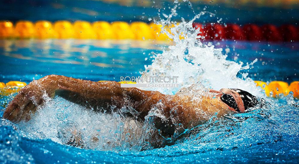 LONDEN - De estafettezwemsters (VLNR) Inge Dekker, Marleen Veldhuis, Ranomi Kromowidjojo (in het water) en Femke Heemskerk beseffen dat ze als tweede zijn geëindigd, na de Australische zwemsters, in de finale van de 4x100 meter tijdens de Olympische Spelen in Londen. De Nederlandse zwemsters wonnen vier jaar geleden in Peking het goud.