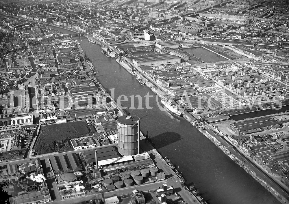 A172 Dublin City Centre.   06/02/59. (Part of the Independent Newspapers Ireland/NLI collection.)<br /> <br /> These aerial views of Ireland from the Morgan Collection were taken during the mid-1950's, comprising medium and low altitude black-and-white birds-eye views of places and events, many of which were commissioned by clients. From 1951 to 1958 a different aerial picture was published each Friday in the Irish Independent in a series called, 'Views from the Air'.