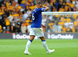 Phil Jagielka of Everton cuts a dejected figure after being shown a red card - Mandatory by-line: Nizaam Jones/JMP - 11/08/2018/ - FOOTBALL -Molineux  - Wolverhampton, England - Wolverhampton Wanderers v Everton - Premier League