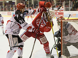 17.02.2017, Stadthalle, Klagenfurt, AUT, EBEL, EC KAC vs HC TWK Innsbruck, 52. Runde Plazierungsrunde, im Bild Mario Huber (HC TWK Innsbruck, #96), Thomas Hundertpfund (EC KAC, #27), Andy Chiodo (HC TWK Innsbruck, #30) // during the Erste Bank Eishockey League 52nd match at preliminary round betweeen KAC vs HC TWK Innsbruck at the City Hall in Klagenfurt, Austria on 2017/02/17. EXPA Pictures © 2017, PhotoCredit: EXPA/ Gert Steinthaler