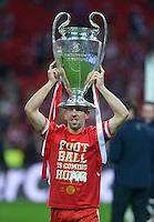 FUSSBALL  CHAMPIONS LEAGUE  SAISON 2012/2013  FINALE  Borussia Dortmund - FC Bayern Muenchen         25.05.2013 Champions League Sieger 2013 FC Bayern Muenchen: Franck Ribery (FC Bayern Muenchen) mit dem Pokal