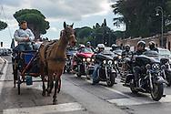 Roma, 15/02/2015: motociclisti e carrozzella a cavallo, via della Greca