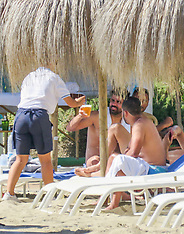 Diego Costa relaxes with a cold beer - 9 Oct 2017