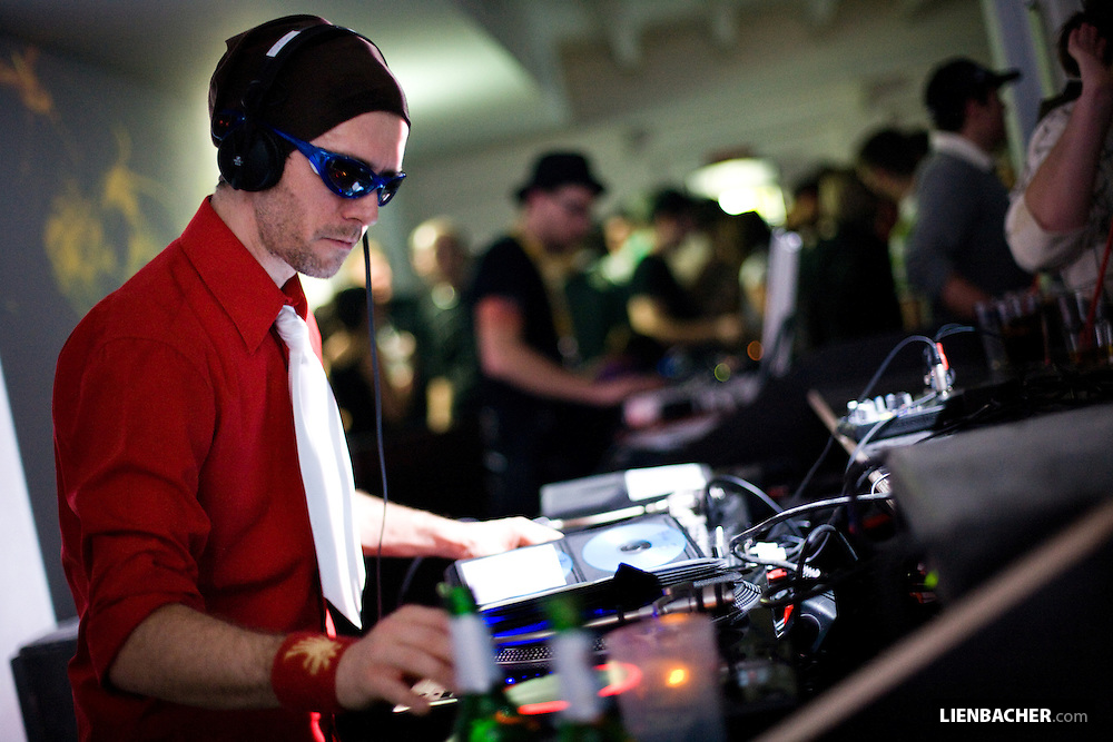 DJ Kristian Davidek (FM4) on the decks