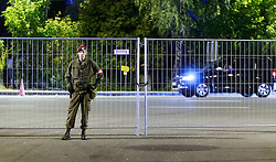 03.10.2015, Grenzübergang, Salzburg - Freilassing, GER, Flüchtlingskrise in der EU, im Bild ein Soldat des Österreichischen Bundesheeres bewacht das provisorische Lager // a soldier of the Austrian army at the camp. Europe is dealing with its greatest influx of migrants and asylum seekers since World War II as immigrants fleeing war and poverty in the Middle East, Afghanistan and Africa try to reach Germany and other Western European countries, German - Austrian Border, Salzburg on 2015/10/03. EXPA Pictures © 2015, PhotoCredit: EXPA/ JFK
