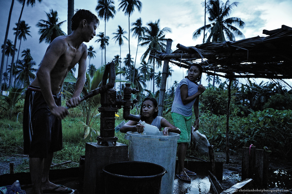 Durch den Erlös aus dem Kakao- und Auberginenanbau konnten Alma und ihre Familie ihr Einkommen stark verbessern. So konnte sich die Familie Cagat eine Wasserpumpe anschaffen. Vorher gab es keinen direkten Zugang zu Wasser.