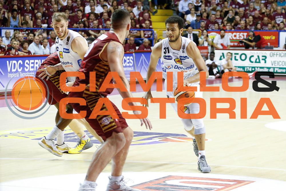 Shavon Shields<br /> Umana Reyer Venezia - Dolomiti Energia Aquila Basket Trento<br /> Lega Basket Serie A 2016/17 Finali Gara 01<br /> Venezia, 10/06/2017<br /> Foto Ciamillo-Castoria / M. Brondi