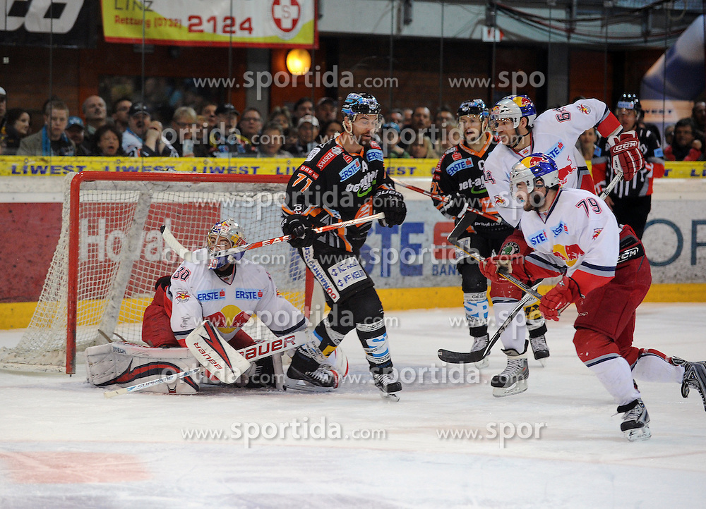 06.04.2010, Keine Sorgen Eisarena, Linz, AUT, EBEL, EHC Liwest Linz vs EC Red Bull Salzburg, Finale im Bild Pat Leahy Linz vor dem Tor der Salzburger gehuetet von David Leneveu, EXPA Pictures © 2010, PhotoCredit: EXPA/ R.Eisenbauer / SPORTIDA PHOTO AGENCY