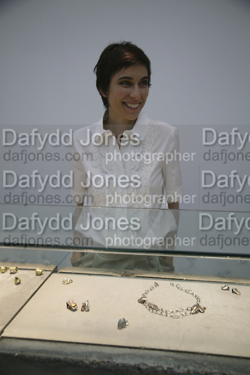 Alexandra Jefford.  Alexandra Jefford's jewelry Exhibition at White Cube, Mason's Yard, St James'sLondon, 6 November 2006. ONE TIME USE ONLY - DO NOT ARCHIVE  © Copyright Photograph by Dafydd Jones 66 Stockwell Park Rd. London SW9 0DA Tel 020 7733 0108 www.dafjones.com