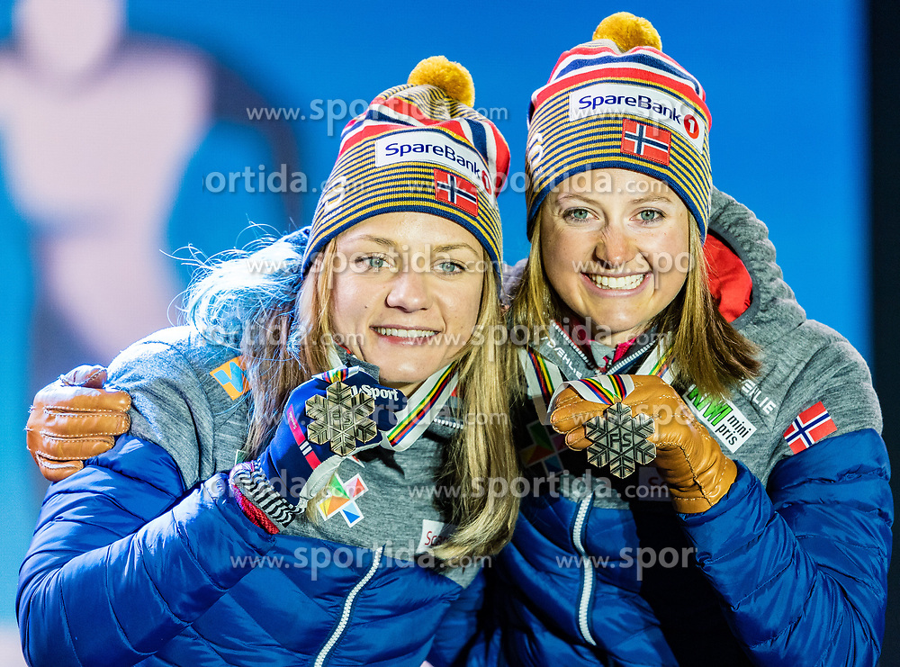 24.02.2019, Medal Plaza, Seefeld, AUT, FIS Weltmeisterschaften Ski Nordisch, Seefeld 2019, Langlauf, Damen, Teambewerb, Siegerehrung, im Bild Bronzemedaillengewinnerin Ingvild Flugstad Oestberg, Maiken Caspersen Falla (NOR) // Bronce medalist Ingvild Flugstad Oestberg Maiken Caspersen Falla of Norway during the winner ceremony for the ladie's cross country team competition of FIS Nordic Ski World Championships 2019 at the Medal Plaza in Seefeld, Austria on 2019/02/24. EXPA Pictures © 2019, PhotoCredit: EXPA/ Stefan Adelsberger