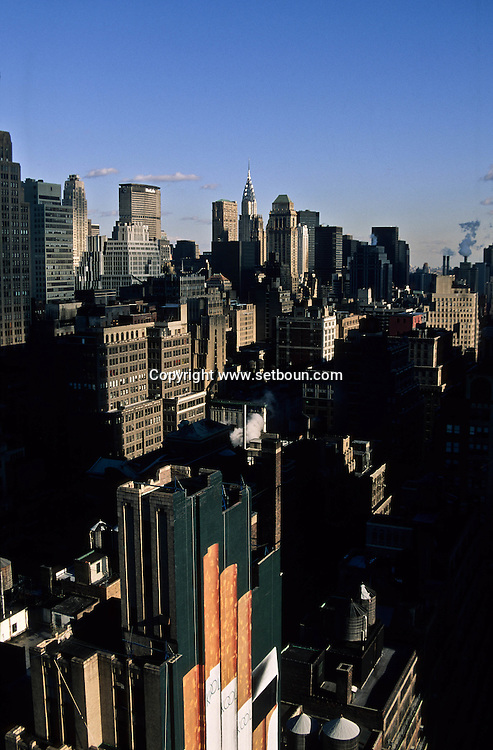 New York . elevated view on height avenue.  traffic in Midtown , /  la huitieme avenue vue d en haut, Midtown ,  building.