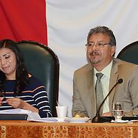 Toluca, México.- Annel Flores Gutiérrez y Norberto Morales Poblete durante la primera sesión deliberativa del quinto periodo ordinario de sesiones de la LVIII Legislatura local. Agencia MVT / José Hernández